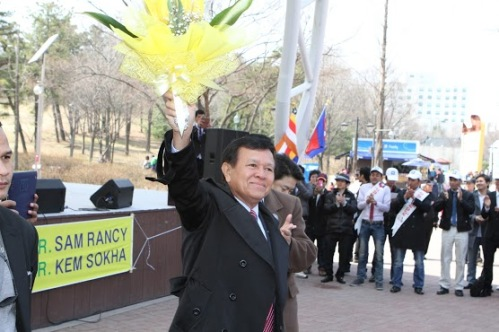 Kem Sokha with Cambodian workers in South Korea- march 24, 2013