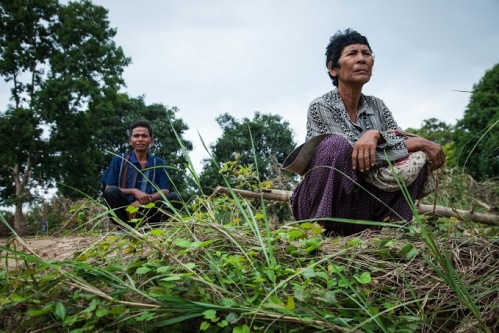 Famers on their land destroyed by floods-Battambang-Photo Charlotte Pert