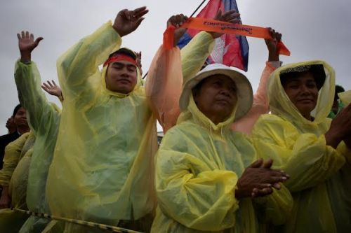 Cheering in the rain-Freedom Park 17/12-13-photo by Ben Woods