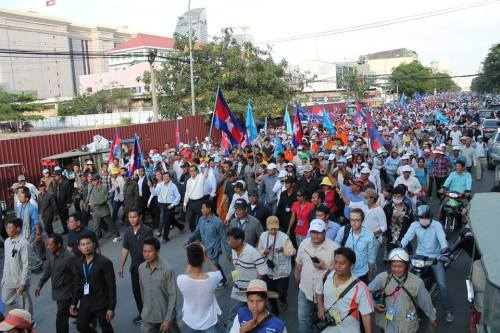 5,000 protesters marching in Phnom Penh-15Dec.