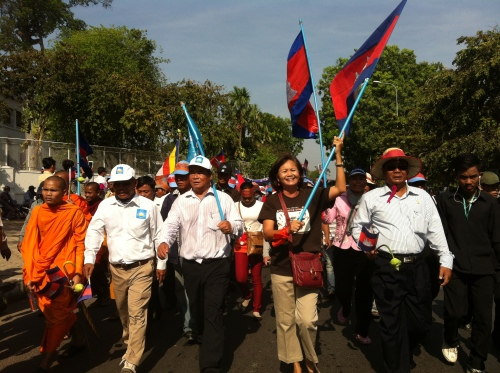Mu Sochua leading 5,000 supporters to Freedom Park-Human Rights Day 2013