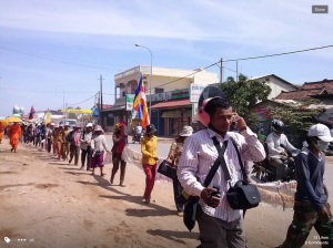Villagers walking from Kompong Chhnang to protest against govt. economic concessions
